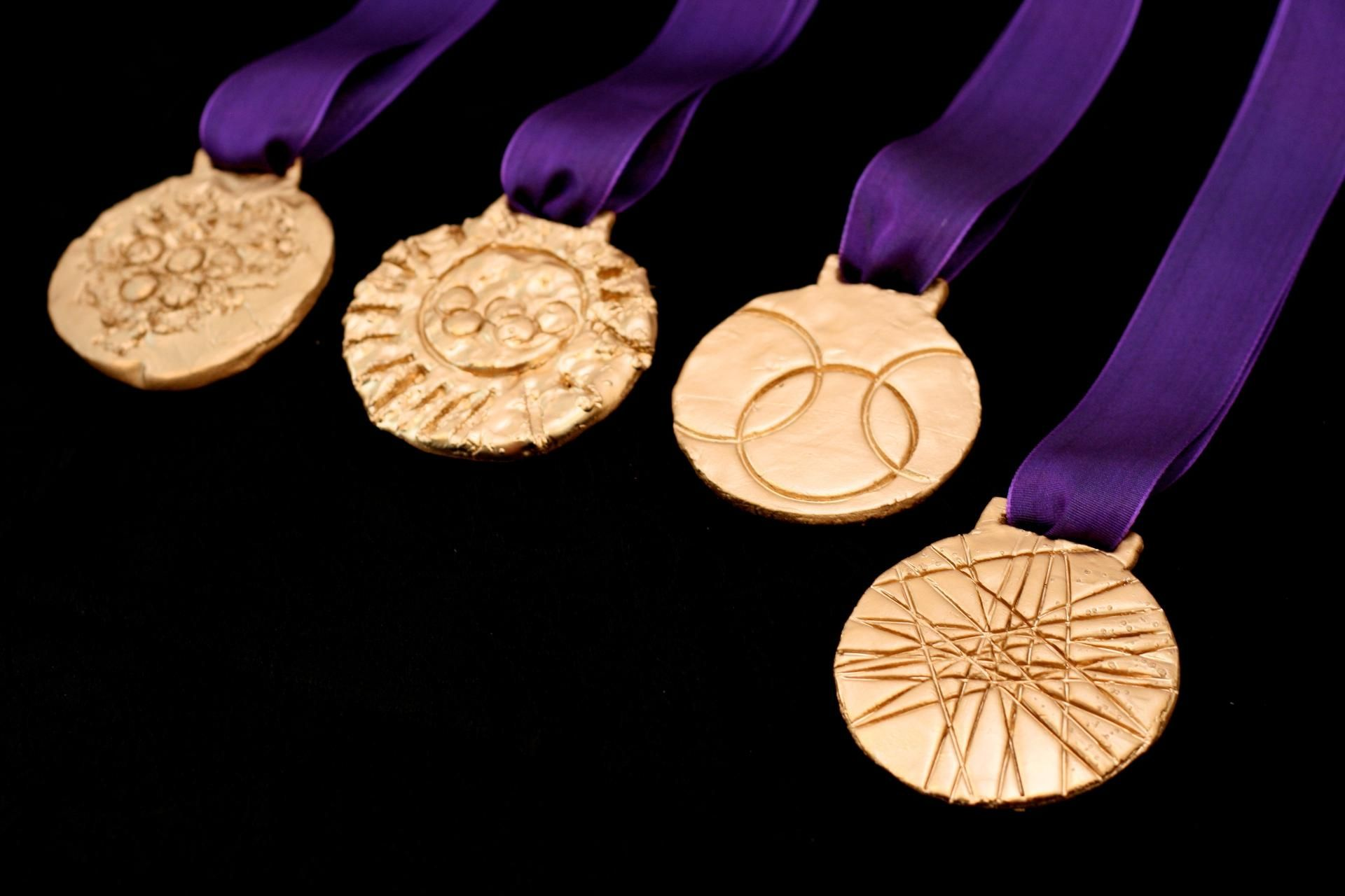 medal dream meaning, dream about medal, medal dream interpretation, seeing in a dream medal